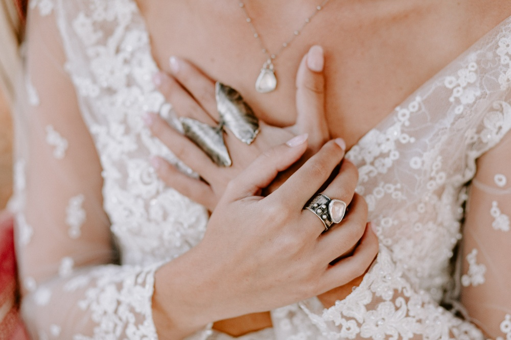 bride, winter bride, wedding details