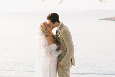 Γάμος δίπλα στη θάλασσα